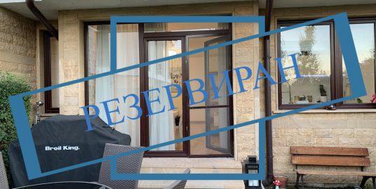Обзаведен тристаен апартамент с двор   в  к-с 'Бяла Черква'
