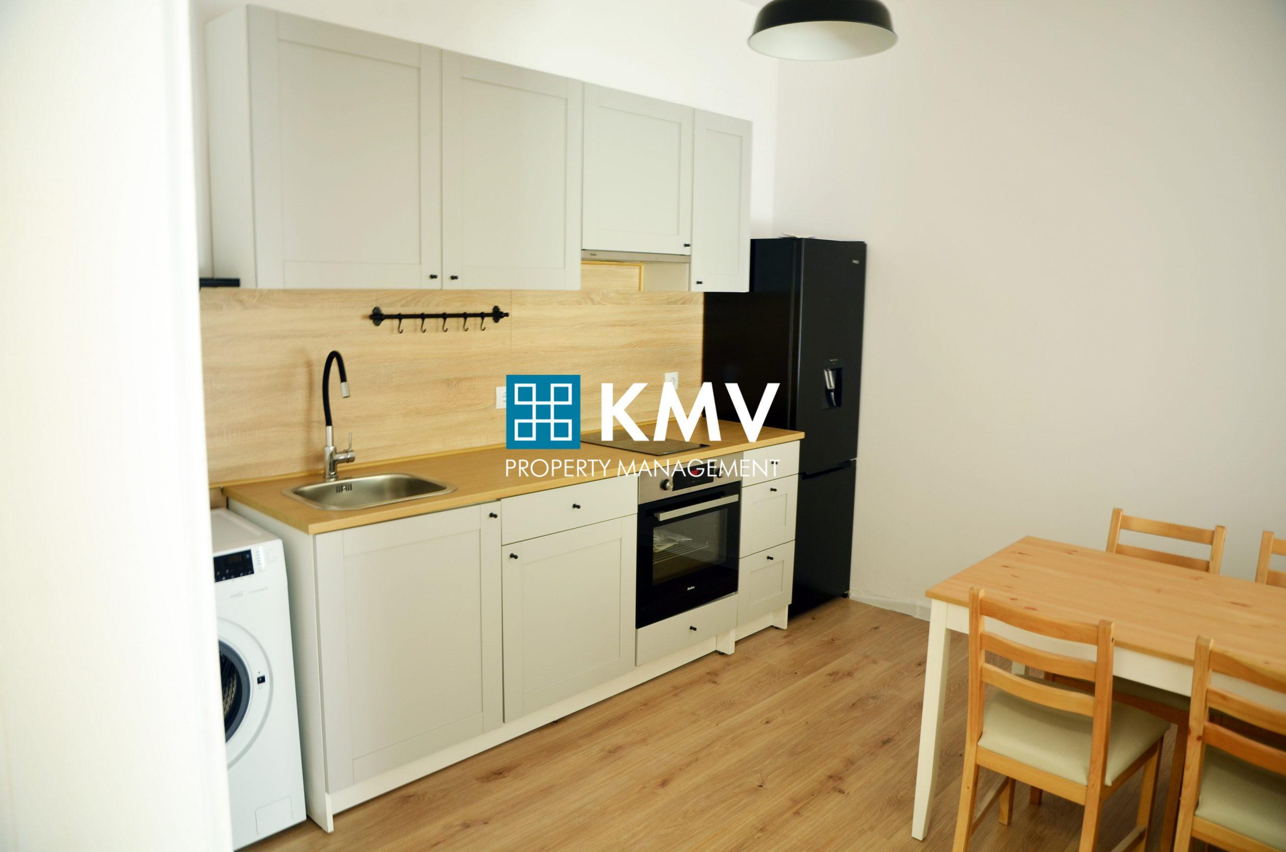 Обзаведен тристаен апартамент в центъра на гр. София